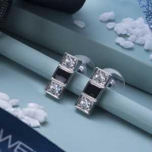 Post earring Domino