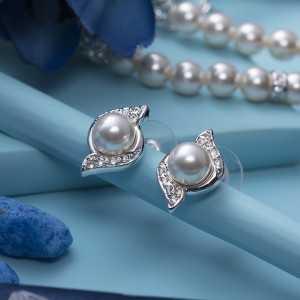Earring Bun pearl
